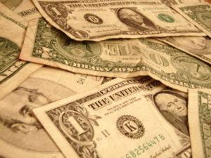 money-1239608-640x480